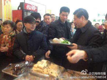 Xi Jinping at baozi shop 2