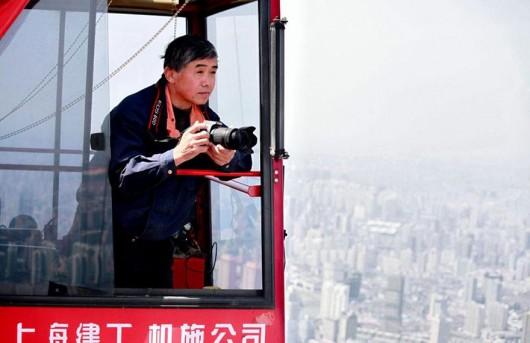 Wei Gensheng Shanghai crane pic the man