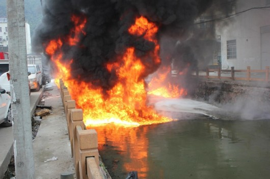 Wenzhou river caught on fire
