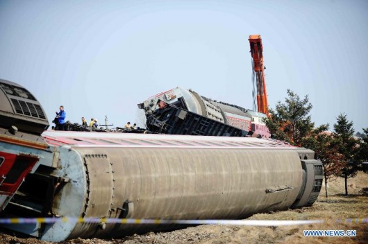 Passenger train derails on way to Harbin 1