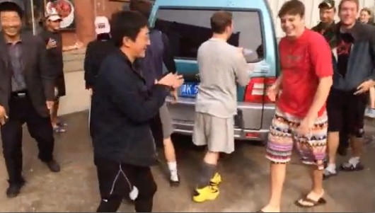 Ultimate Frisbee players help move van