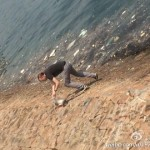 Chinese Netizens Applaud Foreigner Spotted Picking Up Litter On Qingdao Beach