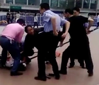 Guangzhou Railway Station attacker subdued 1