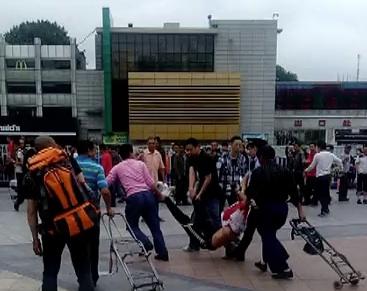 Guangzhou Railway Station attacker subdued 3