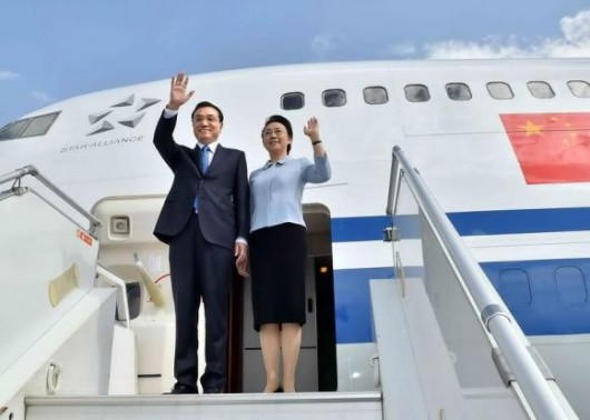 Chinese Premier Li Keqiang and his wife Cheng Hong wave as they arrive at the airport in Addis Ababa