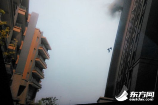 Shanghai firefighters falling to their deaths 2