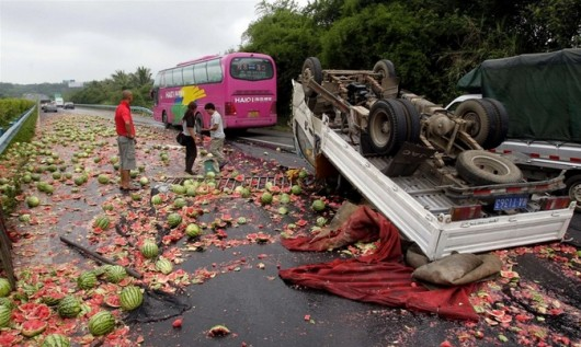 Watermelon truck overturns 4