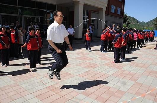 Wen Jiabao skips rope