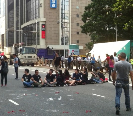 Hong Kong Occupy Central students block road 4